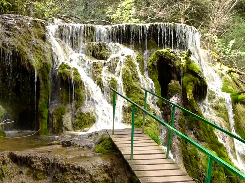 Крушунские водопады