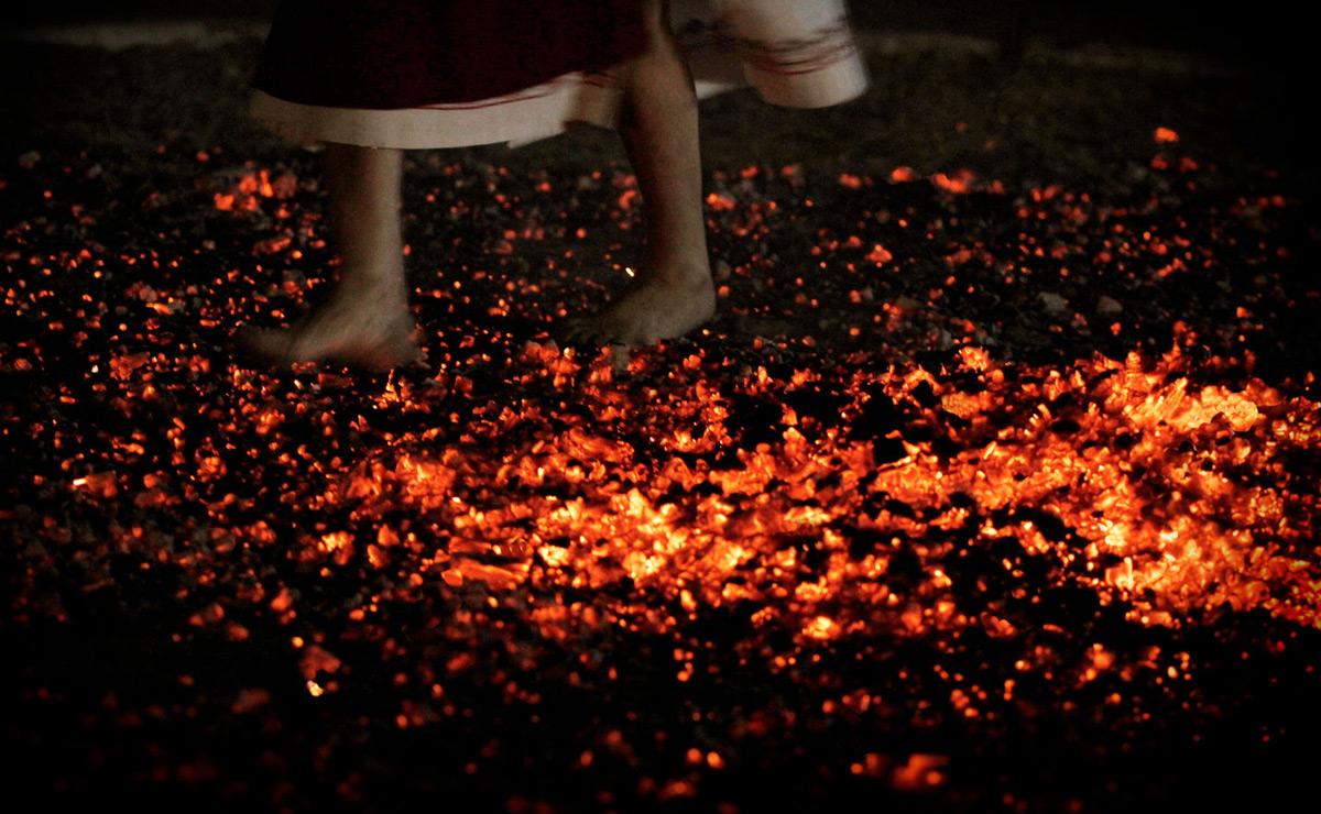 Болгарская фиеста, танец на углях