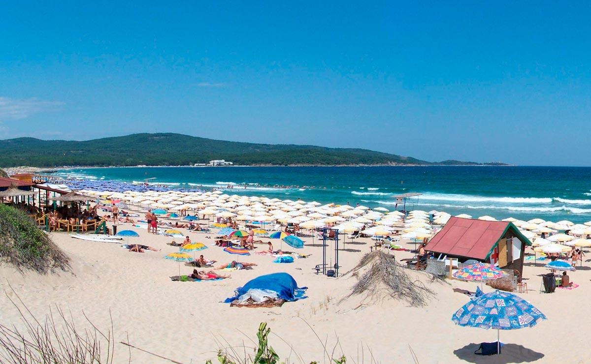 Песчаный пляж Приморско