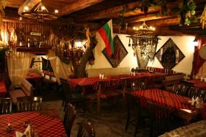 Интерьер национального ресторана Механа